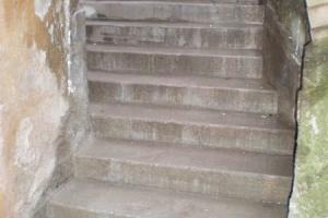 Kortermajale betoonist trepi ehitus Tartus, Riia 7